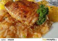 Česneková krůtí křídla pečená na zelí s jablky recept - TopRecepty.cz Risotto, Pork, Meat, Chicken, Ethnic Recipes, Kale Stir Fry, Pork Chops, Cubs