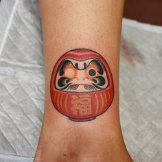 Japanese Mask Tattoo, Japanese Tattoo Designs, Japanese Tattoos, Mini Tattoos, Body Art Tattoos, New Tattoos, Arm Tattoo, Sleeve Tattoos, Daruma Doll Tattoo