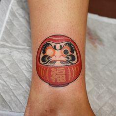 Mini Tattoos, Body Art Tattoos, New Tattoos, Sleeve Tattoos, Daruma Doll Tattoo, Japanese Mask Tattoo, Japanese Tattoos, Asian Tattoos, Japan Tattoo