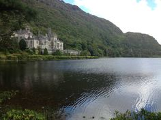 Kylemore Abbey, Ireland  http://earth66.com/rural/kylemore-abbey-ireland-2/