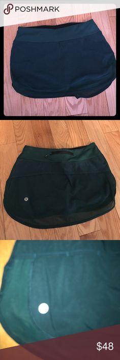 Lululemon hotty hot skirt size 4 nwot Nwot size 4 hotty hot skirt. Gorgeous fit. Green color. So pretty on. lululemon athletica Skirts