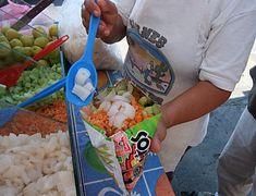 Tostilocos de cueritos o de ceviche de pescado o camaron estilo costero. Siga la receta original de tostitos ptepare su ceviche al gusto y agregue poco ceviche o cueritos ;)