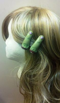 This might be too creepy for me, but pinning just in case! XD This is a pair of awesome zombie finger hair clips! They are made of polymer clay and measure 2 inches long. They both have alligator clips Halloween Hair Bows, Holidays Halloween, Halloween Make Up, Halloween Crafts, Halloween Decorations, Halloween Party, Halloween Costumes, Halloween Ideas, Craft Decorations