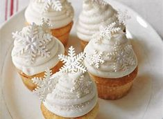 We developed White Christmas Cupcakes to create our own little wonderland of snow. The peppermint-Cream Cheese Frosting gives a luscious, chilly bite and sparkling scent to this bright, frosty cupcake. Cupcake Wreath, Christmas Cupcake Toppers, Christmas Cupcakes Decoration, Christmas Cake Pops, Christmas Cookies, Cupcake Bouquets, Snow White Cupcakes, Mini Cupcakes, Cupcake Cakes