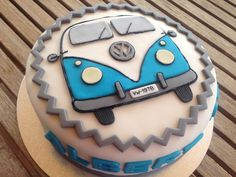 - More Cakes - Autos Camper Van Cake, Camper Cakes, Vans Vw, Bus Cake, Cupcake Cookies, Cupcakes Logo, Cakes For Boys, Pretty Cakes, Creative Cakes