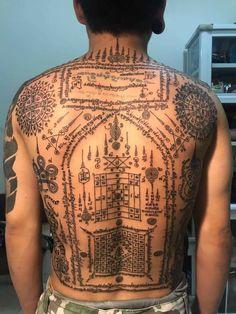 Khmer Tattoo, Thai Tattoo, Sak Yant Tattoo, Wardrobe Room, Tattoo Designs, Abs, Tatoo, Thailand Tattoo, Tatuajes