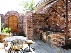 courtyard style outdoor kitchen... wow.. this is what I want!!!