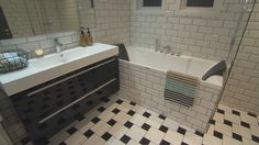 Bolig Tranby - Superoppusserne - TV3 - Bad Corner Bathtub, Bad, Bathroom, Interior, Washroom, Corner Tub, Bathrooms, Design Interiors, Interiors
