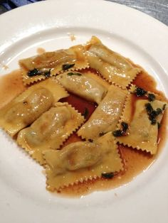 trotter and sweetbread raviolis Ravioli, Meat Recipes, Cooking Recipes, Trotter, Foie Gras, Sweet Bread, Merry, Favorite Recipes, French