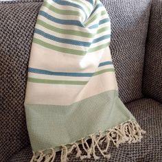 fouta tunisienne de plage Turkish Cotton Towels, Textile Texture, Weaving Textiles, Chevron, Tea Towels, Beach Towel, Crochet, Stripes, Blankets