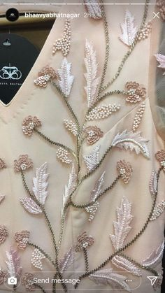 Zardosi Embroidery, Hand Embroidery Dress, Kurti Embroidery Design, Floral Embroidery Patterns, Tambour Embroidery, Embroidery On Clothes, Couture Embroidery, Embroidery Fashion, Silk Ribbon Embroidery