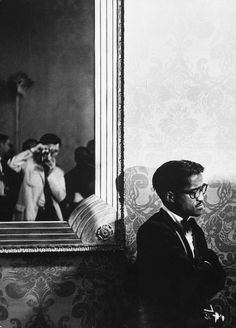 Sammy Davis, Jr., 1960s I just love this picture. You can tell its not staged (at least doesn't look like it) and you can see the photographer.