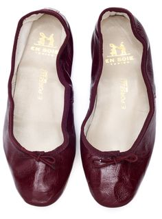 Porselli ballet flats are completely hand made in Milan and difficult to find outside Italy. Founded in Porselli works with fine raw leathers and fabrics, Leather Ballet Shoes, Leather Flats, Flat Shoes, Ballerina Pumps, Ballerinas, Shoe Story, Family Brand, Burgundy Shoes, Types Of Shoes