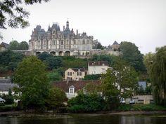 Le château de Montigny-le-Gannelon - Guide tourisme, vacances & week-end dans l'Eure-et-Loir -Doté d'une façade Renaissance, le château de Montigny-le-Gannelon est une élégante demeure surplombant la vallée du Loir. Sa visite permet de découvrir ses salons meublés, sa salle à manger ou encore sa collection de tableaux. A l'extérieur s'étend un agréable parc de 15 hectares.
