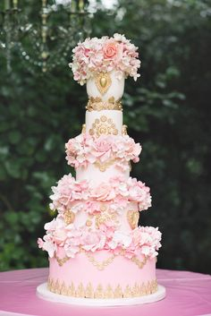 Daily Wedding Cake Inspiration. To see more: http://www.modwedding.com/2014/06/19/daily-wedding-cake-inspiration/ #wedding #weddings #cake Featured Wedding Cake: Elizabeth's Cake Emporium; Featured Photographer: Kristyn Harder Photography