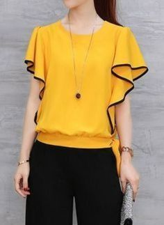 Latest sleeve designs to try with designer kurtis - Kurti Blouse Blouse Styles, Blouse Designs, Sleeve Designs, Stylish Tops, Fashion Sewing, Blouse Dress, Mode Style, Short Sleeve Blouse, Blouses For Women