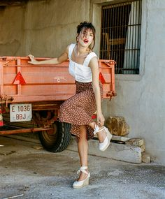 I Used to Think These Shoes Were Frumpy, But French Girls Changed My Mind How to Wear Espadrilles: Jeanne Damas in a pair of espadrilles and a printed midi skirt Jeanne Damas, French Girl Style, French Girls, French Lady, French Style Dresses, French Riviera Style, New Girl Style, Style Français, Photo Style