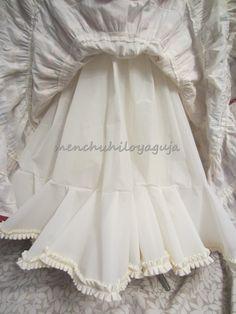 Reciclar un vestido de flamenca, añadiendo volumen al traje. Girls Dresses, Flower Girl Dresses, Victorian, Sewing, Wedding Dresses, Dolls, Ideas, Fashion, Shirt Patterns