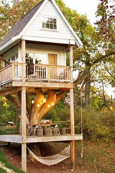 I absolutely love that there is an adult and kid section in this tree house    ADULT TREE HOUSE/HOME