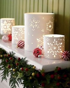 Easy DIY Christmas Luminaries - Rustic Home Decor To Make for The Holidays - Photo Paper Snowflake Luminaries - Cool Candle Holders, Tea Lights, Holiday Gift Ideas, Christmas Crafts for Kids Paper Snowflakes, Christmas Snowflakes, Noel Christmas, Magical Christmas, Christmas Projects, Winter Christmas, All Things Christmas, Christmas Lights, Holiday Crafts