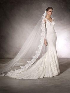 KAUR - Wedding dress with V-neckline and straps