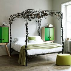 oh em gee. amazing bed! don't care for the side tables, but that bed....love!