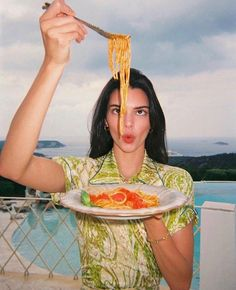 Image about beauty in Jenner, Kendall by D❁ on We Heart It Kendall Jenner Outfits, Looks Kylie Jenner, Kendall Jenner Makeup, Kendall And Kylie, Kendall Jenner Photoshoot, Kendall Jenner Instagram, Kendall Jenner Workout, Kendall Jenner Modeling, Vogue Photoshoot