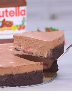 Strawberry season is an indicator of two things; it means the sun is out and the oven is off. Take a break from a hot kitchen to make this easy, fresh and stress-free no-bake Nutella flavored cheesecake. desserts No Bake Strawberry Nutella Cheesecake Baking Recipes, Dessert Recipes, Delicious Desserts, Yummy Food, Baked Strawberries, Sweet Recipes, Love Food, Tasty, Snacks