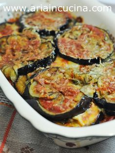 """Blog di cucina di Aria: Contorno di melanzane e zucchine alla """"parmigiana… Food To Go, Food And Drink, Fruits And Veggies, Vegetables, I Chef, Cooking Recipes, Healthy Recipes, Just Cooking, Veggie Dishes"""