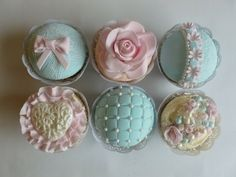 Vintage Lace cupcakes -#cupcakes, #vintagecupcakes