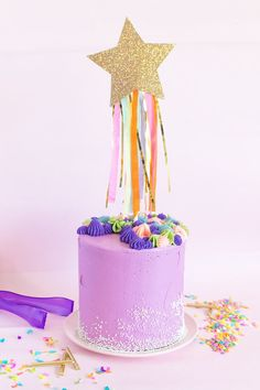 Make a sparkly DIY shooting star cake topper with cardstock and tissue paper to top a cake for a birthday or other type of celebration! 4th Birthday Cakes, Girl Birthday Themes, Diy Birthday, Birthday Parties, Diy Cake Topper, Cake Toppers, Unique Baby Shower Themes, Wedding Cake Fresh Flowers, Bolo Cake
