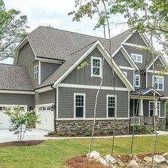 Exterior Siding Colors, Exterior House Siding, Craftsman Exterior, Grey Exterior, Modern Farmhouse Exterior, Grey Siding House, Gray House Exteriors, Siding Colors For Houses, Gray Siding