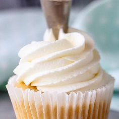 a fluffy, light frosting that holds its shape well? Look no further than this whipped cream frosting recipe! Made with just 3 simple ingredients. It's more stable than regular whipped cream and is perfect for any make-ahead dessert! Whipped Icing Recipes, Cupcake Frosting Recipes, Whipped Cream Cheese Frosting, Homemade Frosting, Homemade Whipped Cream, Cupcake Cakes, Icing For Cupcakes, Whipped Buttercream Frosting, Cool Whip Frosting