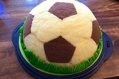 Football Charlotte with Mole Cake - filling - Backen - Kuchen Soccer Birthday Cakes, Chef Cake, Cake Fillings, Cupcakes, Food Humor, Savoury Cake, C'est Bon, Mini Cakes, Relleno