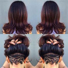 Taglio capelli lunghi con parte rasata dietro con disegni