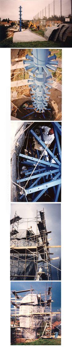 Lami Gérard - 1999-Luxeuil les Bains 70-Ex-voto Monumental h:8m (Montage des structures métalliques et assemblages des pièces de  résine polyester)