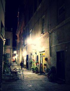 Albenga, Via Cavour.