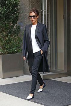 Victoria Beckham se ve como el último jefe mientras se pavonea Nueva York en tacones altísimos - Irish Espejo Online