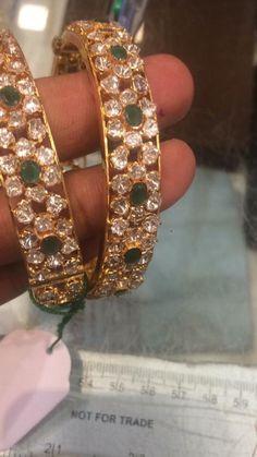 Plain Gold Bangles, Gold Bangles Design, Jewelry Design, Kundan Bangles, Rajputi Jewellery, Gold Temple Jewellery, Anklet Designs, Jad, Latest Jewellery