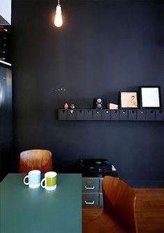 Architect Visit: Philippe Harden in Paris - Remodelista Dark Green Walls, Navy Blue Walls, Kitchen Dinning Room, Dining Rooms, Kitchen Nook, Dark Interiors, Black Kitchens, Room Paint, Decor Interior Design