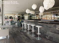 Ardesia black look-a-like in 45x90 op de vloer en 22,5x90 tegen de wand (21-SM) Tegelhuys