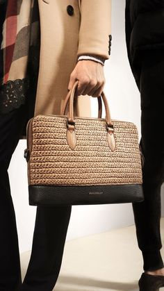 Burberry prorsum menswear spring summer show 2016 burberry Crochet on The Runway ! The Barrow in Raffia: One of my favourite runway accessories from the Prorsum Menswear show Watch the highlights and explore images from recent Burberry shows and events in Crochet Clutch, Crochet Handbags, Crochet Purses, Crotchet Bags, Knitted Bags, Burberry Prorsum, Burberry Sale, Hand Knit Bag, Ethno Style