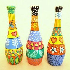 Creative Fine Arts offering Hand Painted Glass Bottle, Glass Bottle in Bengaluru, Karnataka. Get best price and read about company and get contact details and address. Painted Glass Bottles, Glass Bottle Crafts, Wine Bottle Art, Diy Bottle, Decorated Bottles, Glass Painting Designs, Paint Designs, Bottle Painting, Jar Crafts