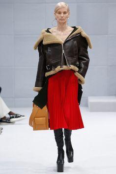 La veste en peau lainée du défilé Balenciaga automne-hiver 2016-2017
