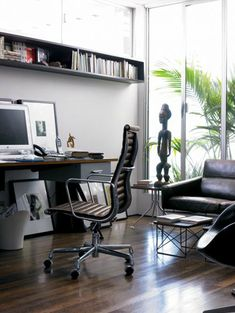 Eames Aluminum Executive Chair in Vicenza Leather, designed by Charles and Ray Eames for Herman Miller.