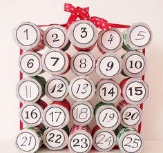 calendrier de l'Avent à faire soi-même à partir de rouleaux de papier toilette vides et décorés