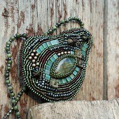 Gladis, náhrdelník Embroidery Jewelry, Beaded Embroidery, Turquoise Bracelet, Bracelets, Fashion, Moda, Fashion Styles, Bracelet, Fashion Illustrations