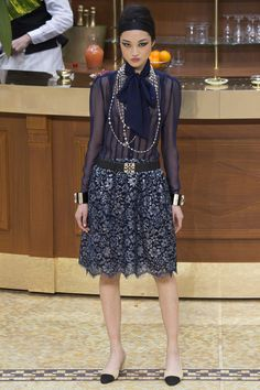 Like a late seventies flapper...and i mean that as a compliment.  CHANEL 2015-2016