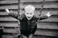 børnefoto, foto, børn, spring, sjov, Fotograf Aarhus, Danmark. www.kidzfoto.dk