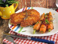 """Rántott csirkecombfilé narancsos sárgarépávalSzeretjük a rántott húst,most kaptam a piacon idei sárgarépát és azért lett a köret a narancsos sárgarépa.Nagyon finom.A """"Panko morzsa"""" elkészítése recept itt:Hozzávalók: 2-3 főreelkészítési idő:30 perc+sütés1 tk. himalaya só1 tk. őrölt fekete bors1 te"""